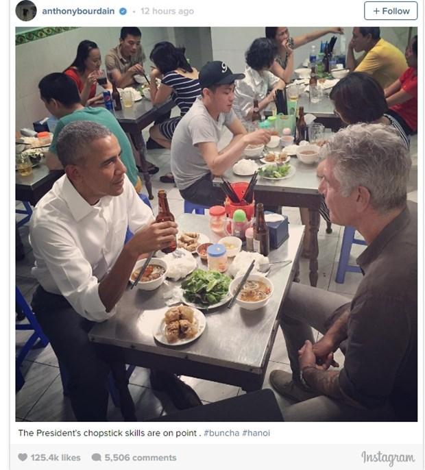 Vi sao thuc khach dang an bun cha khong nhin ong Obama? hinh anh 2