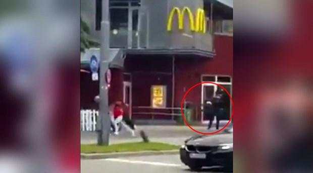 Doan video gay soc khi ke khung bo Munich xa sung dien loan hinh anh 1