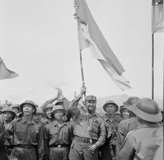 Phim mau Lanh tu Cuba Fidel Castro tham Viet Nam nam 1973 hinh anh 1
