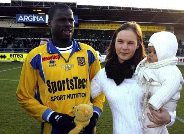 That nghiep, ngu san nha, cuu sao Arsenal Eboue tung nghi den tu sat hinh anh 1