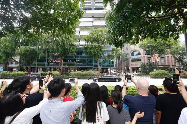 Nguoi dan Singapore thi nhau chup chiec may bay cho ong Kim Jong-un hinh anh 2