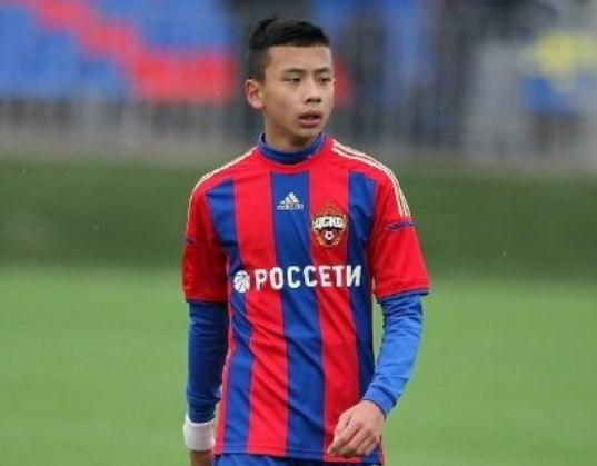 Video cuc hiem ve tai nang goc Viet Li Tenglong trong mau ao CSKA hinh anh 1