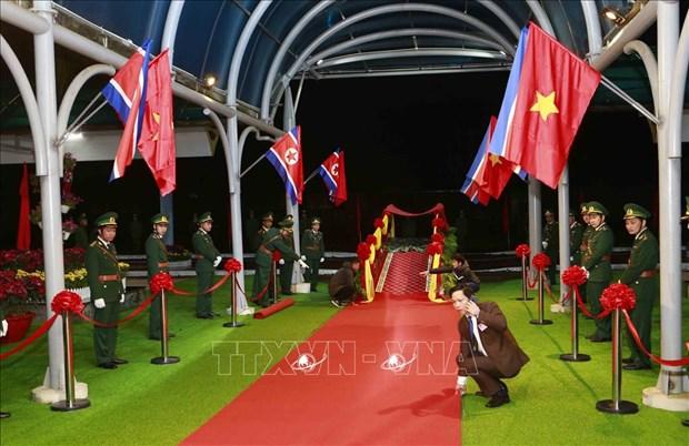 Truc tiep: Chu tich Trieu Tien Kim Jong-un da ve khach san Melia hinh anh 5