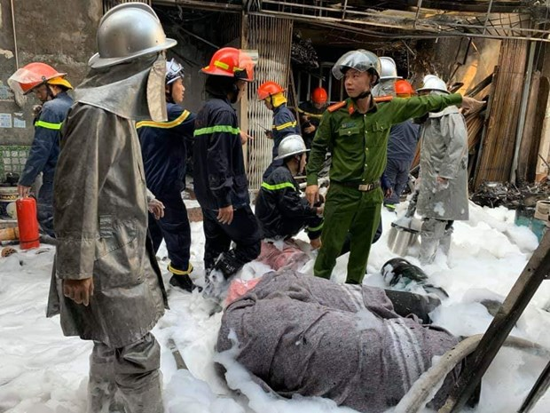 Ha Noi: No binh gas gay chay lon tai ngo Bui Ngoc Duong hinh anh 2