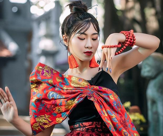 Xam ket hop voi Rap va nhac dien tu trong MV tao bao cua Ha Myo hinh anh 1