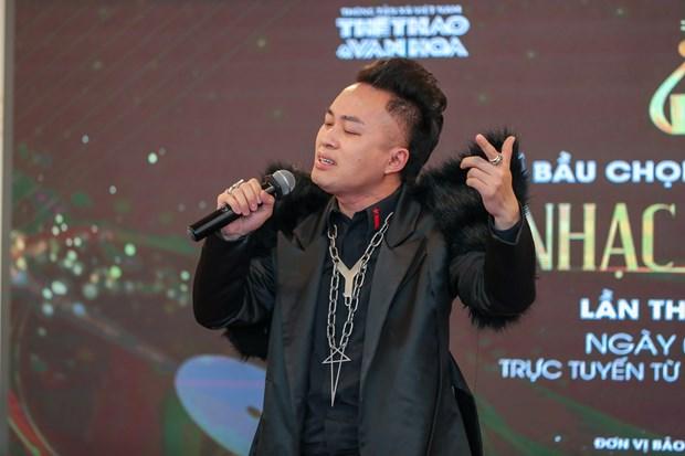 Ca sy Tung Duong thang lon tai Giai thuong am nhac Cong hien hinh anh 1