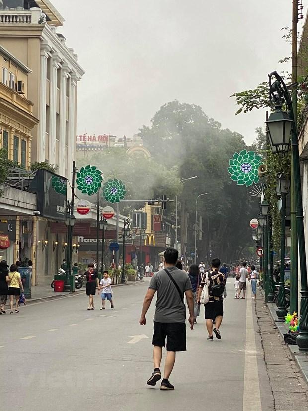 Ha Noi: Kip thoi dap tat dam chay tang ham Trang Tien Plaza hinh anh 4