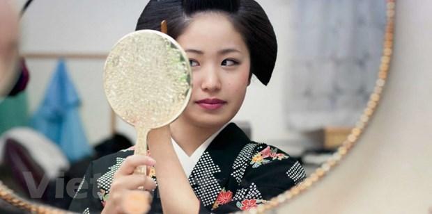 Su duyen dang cua nhung geisha tap su qua ong kinh nhiep anh gia Phap hinh anh 2