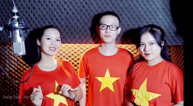 Cac nghe sy cat tieng hat co vu Viet Nam truoc tran dau voi Trung Quoc hinh anh 1