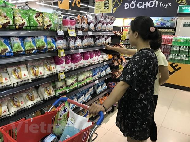 Tieu dung thong thai: Day 'qua bong' trach nhiem cho khach hang? hinh anh 1