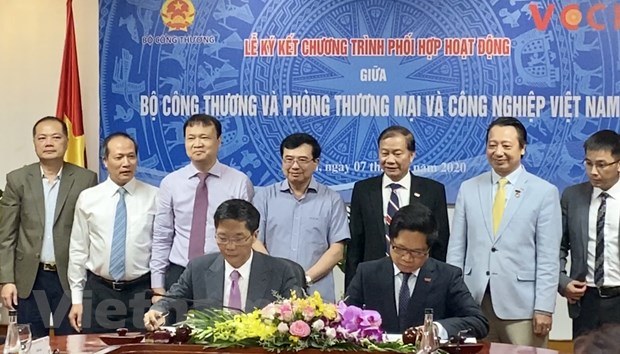 Bo Cong Thuong va VCCI ky ket chuong trinh phoi hop hoat dong hinh anh 1