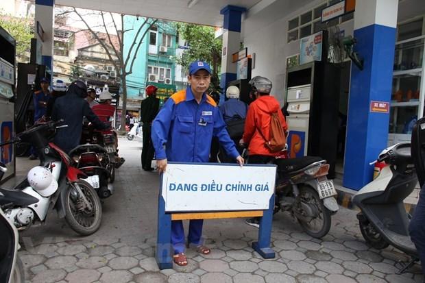 Dong loat tang, gia xang RON95-III chinh thuc vuot 18.000 dong hinh anh 1