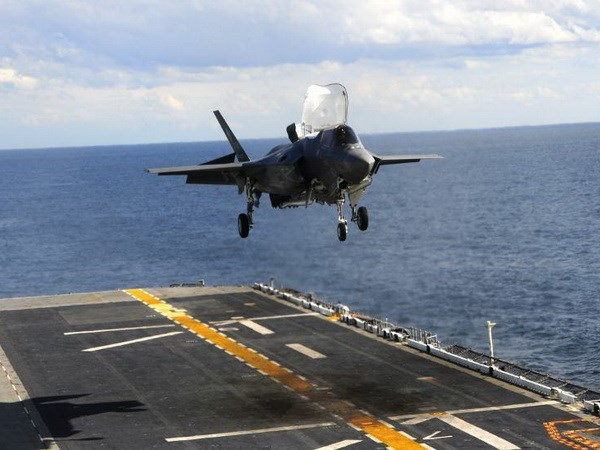 Bo truong Quoc phong My van dat niem tin vao may bay F-35 hinh anh 1