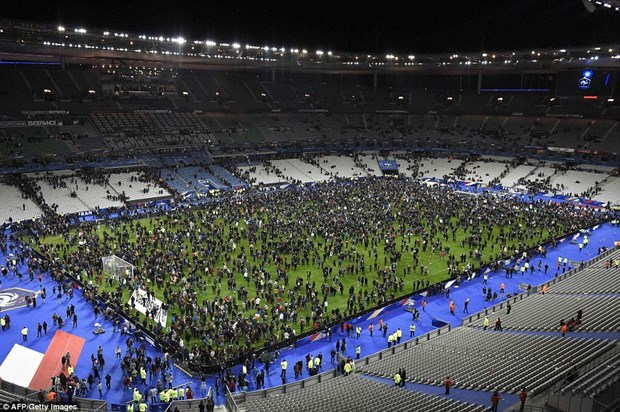 Premier League va Bundesliga that chat an ninh sau khung bo tai Paris hinh anh 1