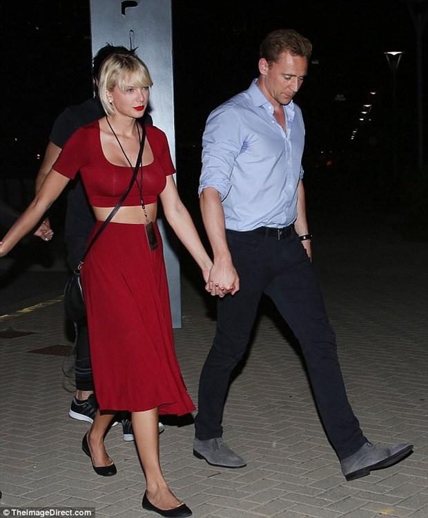 Taylor Swift dinh nghi van nang nguc vi vong mot day da hinh anh 2