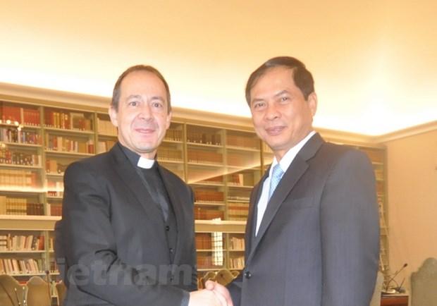 Thu truong Ngoai giao Bui Thanh Son tham Toa thanh Vatican hinh anh 2