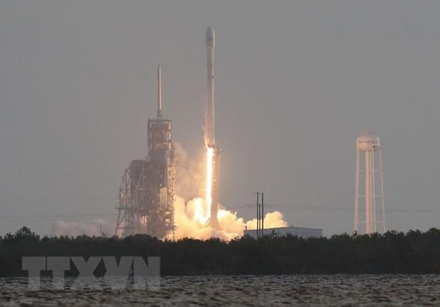 SpaceX dua thanh cong 10 ve tinh vien thong len quy dao hinh anh 1