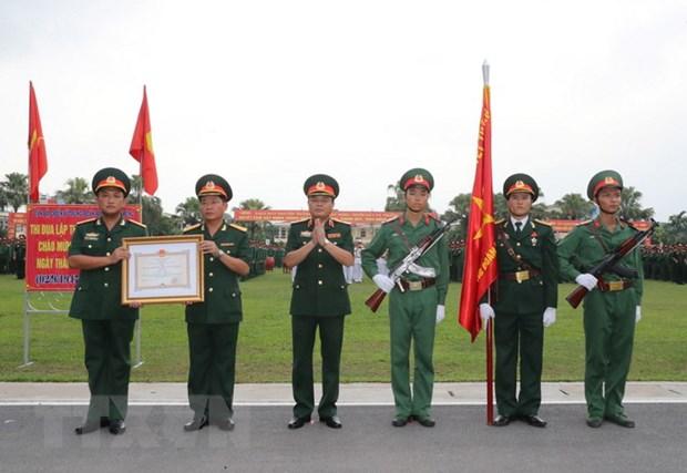 Trung doan 209 don nhan Huan chuong Bao ve To quoc hang Ba hinh anh 1