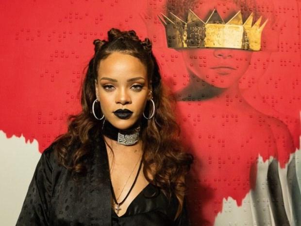 5 kieu trang diem kinh dien lam nen tuong dai phong cach Rihanna hinh anh 10