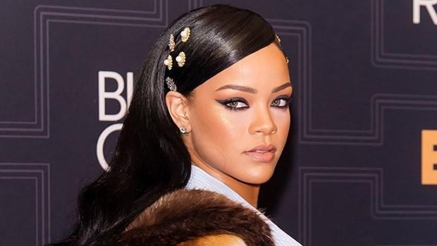 5 kieu trang diem kinh dien lam nen tuong dai phong cach Rihanna hinh anh 2