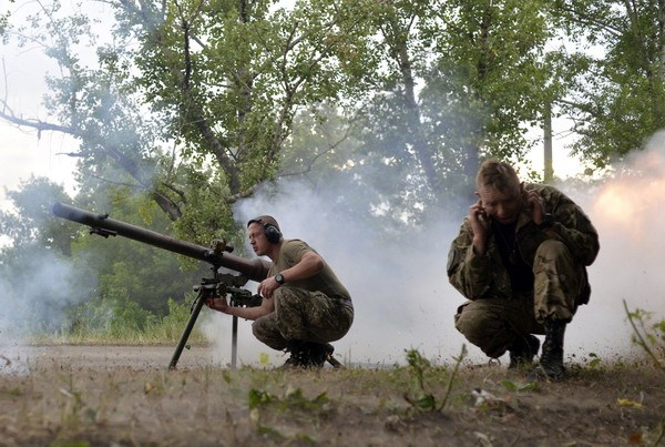 Canada cho phep doanh nghiep xuat khau vu khi cam sang Ukraine hinh anh 1