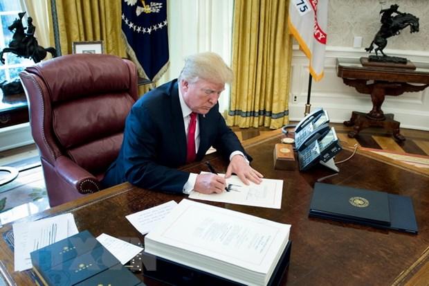 Tong thong Trump cho phep tiep tuc vu trang cho cac