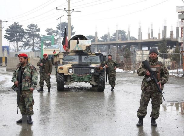Afghanistan bat giu cong dan Duc dau quan cho Taliban hinh anh 1