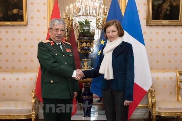Phap se moi Bo truong Bo Quoc phong Viet Nam tham chinh thuc hinh anh 1