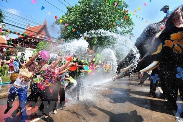 Nguoi dan Thai Lan tung bung don Tet co truyen Songkran hinh anh 1
