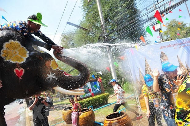 Nguoi dan Thai Lan tung bung don Tet co truyen Songkran hinh anh 2