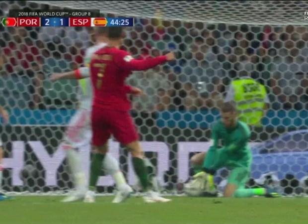 De Gea bi so sanh voi Karius vi 'bieu khong' ban thang cho Ronaldo hinh anh 2