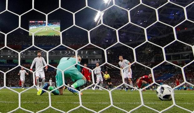 De Gea bi so sanh voi Karius vi 'bieu khong' ban thang cho Ronaldo hinh anh 1