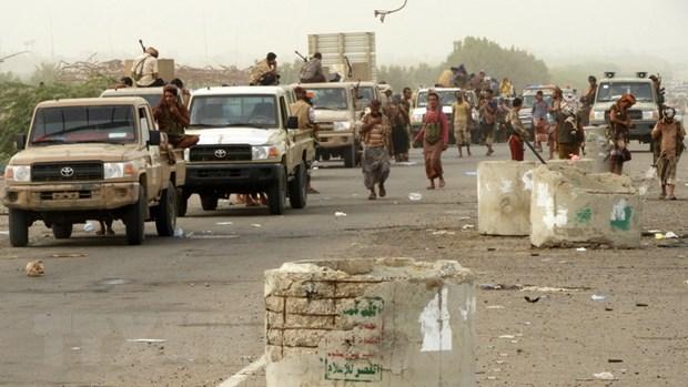 Lien quan Arab tien vao khuon vien san bay Hodeidah o Yemen hinh anh 1