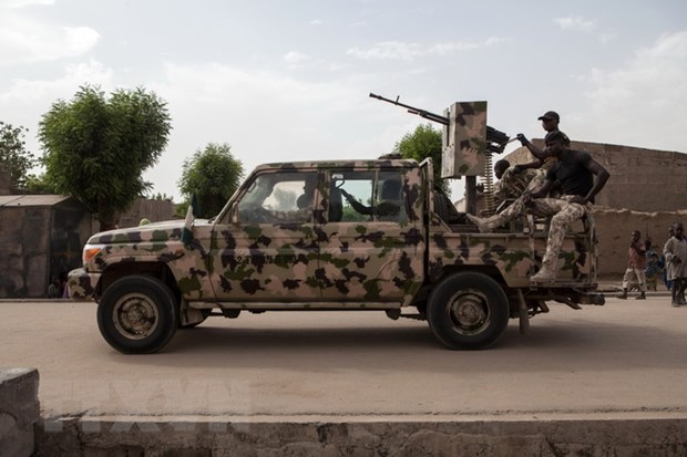 Nigeria bat giu 2 ke tinh nghi la thu linh ly khai tu Boko Haram hinh anh 1