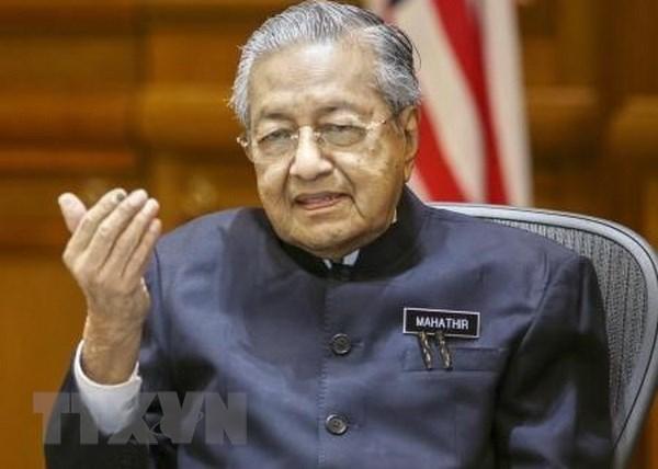 Noi cac Malaysia chi duoc phep nhan thuc pham nhanh hong va hoa hinh anh 1