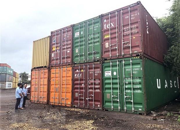 Binh Dinh xu ly 7 container nhua phe lieu khong co nguoi nhan hinh anh 1