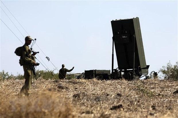 Dap tra cac vu ban rocket, quan doi Israel tan cong Dai Gaza hinh anh 1