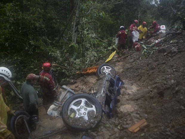 Lo dat o Bolivia: Tim thay 11 thi the trong xe oto bi chon vui hinh anh 1