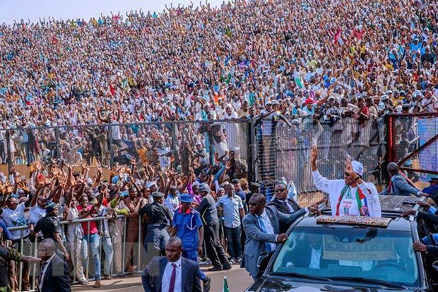 Sau khi bi tri hoan mot tuan, Nigeria bat dau tien hanh bau cu hinh anh 1