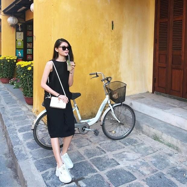 Sao Viet 'phu phep' trang phuc don gian hoa sang chanh, sanh dieu hinh anh 22