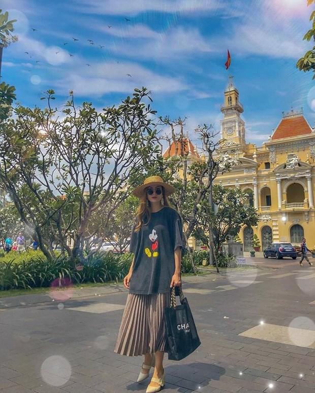 Sao Viet 'phu phep' trang phuc don gian hoa sang chanh, sanh dieu hinh anh 23
