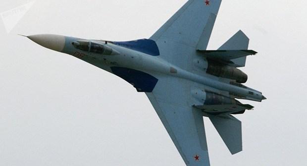 Chien dau co Su-27 chan may bay trinh tham cua My gan khong phan Nga hinh anh 1