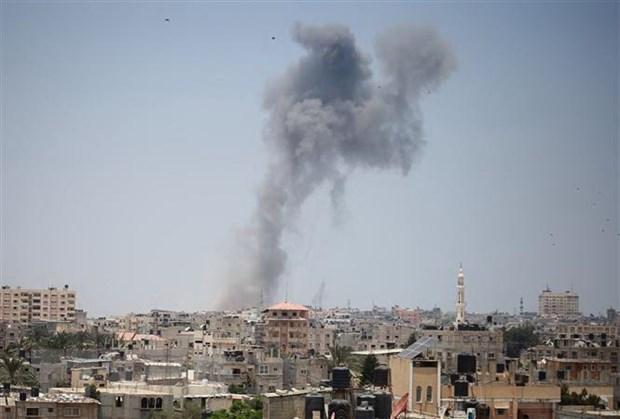 Xe tang Israel ban phao vao vi tri cua Hamas o Dai Gaza hinh anh 1