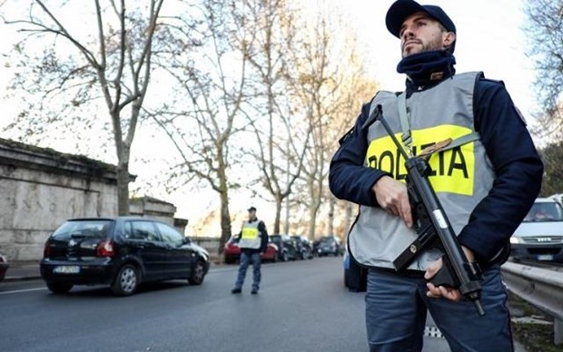 Italy: Thi truong thanh pho Turin bi de doa bang bom thu hinh anh 1