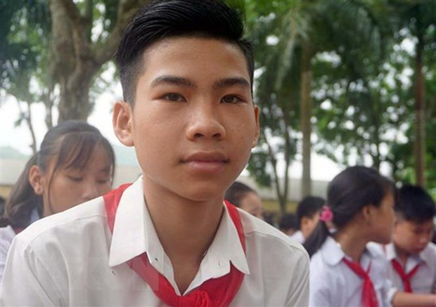 Bo Giao duc tang bang khen cho nam sinh cuu 3 ban khoi duoi nuoc hinh anh 1