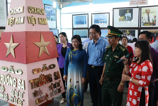 Trien lam ban do va trung bay tu lieu ve Hoang Sa, Truong Sa hinh anh 1