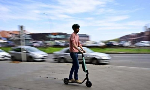 Sau tranh cai gay gat, Duc 'bat den xanh' cho xe scooter dien hinh anh 1