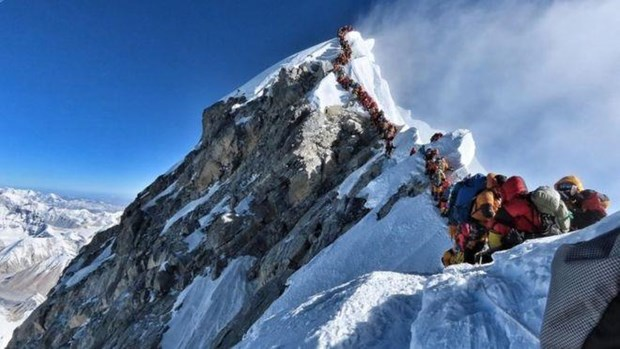 It nhat 7 nguoi da thiet mang trong mua leo nui Everest 2019 hinh anh 1