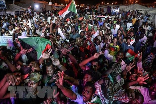 Sudan: Nhom bieu tinh keu goi thuc hien 'bat tuan dan su' hinh anh 1
