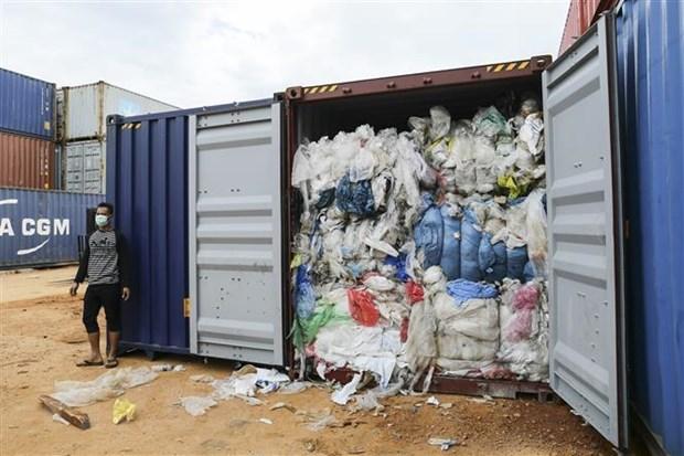 Indonesia va Malaysia tra lai cac container chua rac nhap khau hinh anh 1